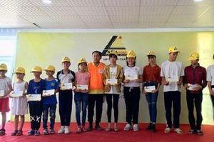 Khánh Hòa: Hơn 150 suất quà cho hộ nghèo và học sinh nghèo hiếu học