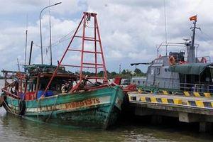 Cà Mau xử lý nghiêm tàu đánh cá bằng kích điện