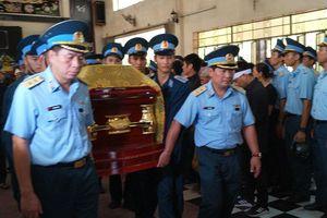 Hàng nghìn người nghẹn ngào tiễn đưa hai phi công vụ rơi máy bay ở Khánh Hòa