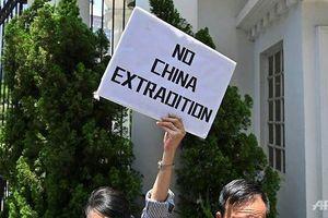 Lãnh đạo xuống nước, dân Hong Kong vẫn quyết biểu tình tiếp