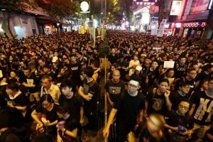 Đặc khu trưởng Hồng Kông phải xin lỗi, chấp nhận mọi chỉ trích...