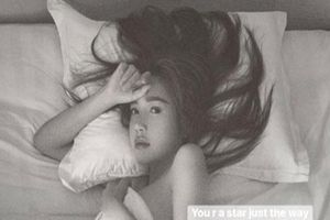 Khoe 'tất' cơ thể trong bức hình khỏa thân, Elly Trần bị fan phản ứng lại khó chịu
