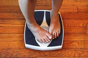 Phụ nữ ngủ với đèn sáng có khả năng bị tăng cân