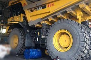 Thợ sửa xe của Công ty Than Hà Tu tử vong do chính bánh xe chèn qua