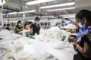 Các nhà sản xuất xem xét rời khỏi Trung Quốc: Nguyên nhân và nguy cơ