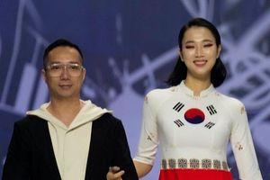 Hoa hậu Nhân ái Thủy Tiên rạng rỡ trong thiết kế áo dài của Đỗ Trịnh Hoài Nam