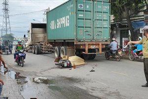 Container cán chết hai người đi xe máy tại Bình Dương