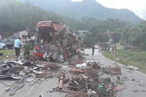 Hiện trường vụ tai nạn thảm khốc ở Hòa Bình khiến 40 người thương vong