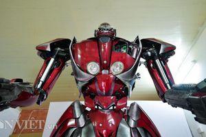 Ảnh, clip: Bạn trẻ Việt chế robot Transformer 'khổng lồ' từ rác thải nhựa