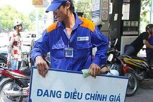 Giá xăng giảm mạnh cả ngàn đồng/lít sau 2 lần giảm 'nhỏ giọt'