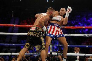 Quyền Anh: Tránh đòn bằng thân ảnh kỳ ảo, Fury 'giận dữ' được so sánh với Muhammad Ali