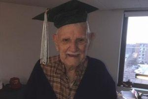 Tốt nghiệp trung học ở tuổi 94