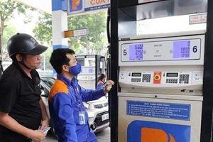 Giá xăng giảm mạnh hơn 1.000 đồng/lít