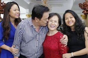 Câu chuyện tình 40 năm đẫm màu tiểu thuyết của vợ chồng Dr Thanh