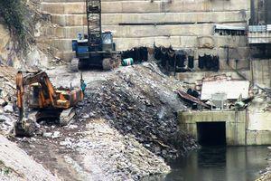 Bị nhà máy thủy điện nợ hàng chục tỷ đồng: Dân 'tắc' đường sinh nhai