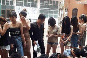 Đột kích quán karaoke phát hiện nhóm 'dân bay' mở nhạc lớn chơi ma túy
