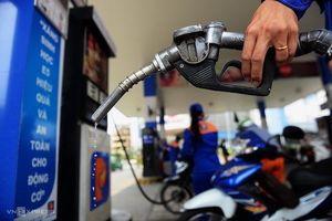 Giá xăng E5RON92 tiếp tục giảm gần 1.000 đồng/lít
