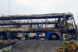 Xe khách chở hàng chục người ở Sóc Trăng cháy trơ khung sau tiếng nổ
