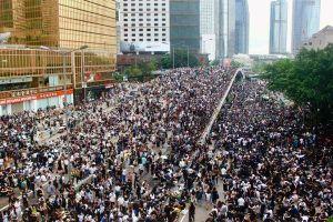 Hình ảnh hàng triệu người Hong Kong tràn xuống đường như 'thác, lũ'