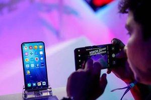 Bloomberg: Doanh số điện thoại của Huawei có thể sụt giảm tới 60%