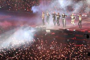 Người hâm mộ Hàn Quốc cháy hết mình với màn trình diễn của BTS