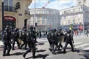 Pháp xem xét lại các biện pháp cảnh sát sử dụng để kiểm soát biểu tình 'Áo vàng'