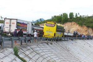 6 phương tiện gặp tai nạn liên hoàn khi đổ đèo, 1 phụ nữ tử vong