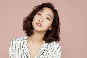 'Bạn gái Lee Min Ho' Kim Go Eun đắt show - Choi Kang Hee đóng phim hài - hành động