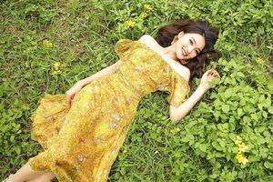 Bạn gái Hoa hậu mặc váy cưới, khoe nhẫn kim cương: Phan Văn Đức sắp cưới vợ?