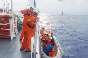 Cứu ngư dân bị tai biến trên vùng biển Hoàng Sa