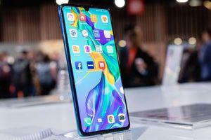 'Huawei lo doanh số smartphone ở nước ngoài giảm quá nửa'