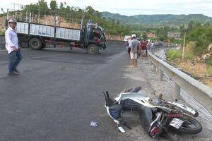 Tránh vụ tai nạn, người phụ nữ đi xe máy bị ô tô đâm tử vong