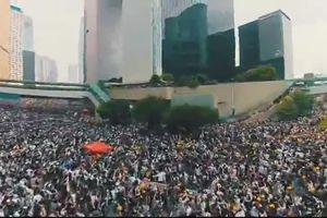 Triệu người Hong Kong đổ xuống đường biểu tình