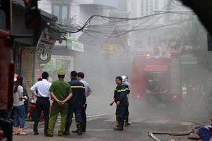 Cháy khách sạn trong phố cổ, hàng chục người được Cảnh sát giải cứu