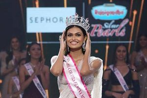 Chiêm ngưỡng nhan sắc quyến rũ của tân Hoa hậu Ấn Độ 2019