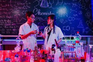 Bộ ảnh kỷ yếu phòng thí nghiệm độc đáo của học sinh Cần Thơ