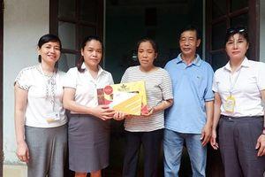 Công đoàn TCty Bưu điện VN: Tặng quà đoàn viên có hoàn cảnh khó khăn
