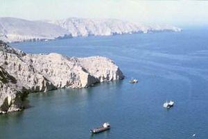 Nghịch lý ở eo biển Hormuz