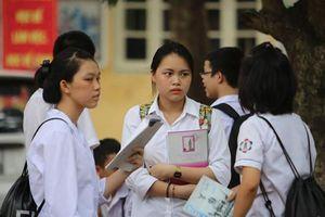 Tuyển sinh lớp 10 tại Hà Nội: Điểm chuẩn giảm, chất lượng tăng