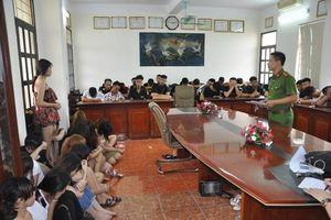 Hải Dương: Bắt giữ 135 nam nữ thanh niên bay lắc điên cuồng cùng ma túy