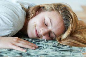 5 thứ này chớ nên để dưới gối ngủ, vì sao?