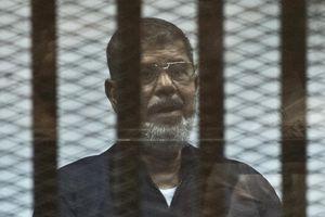 Cựu tổng thống Ai Cập chết giữa phiên tòa xử tội gián điệp