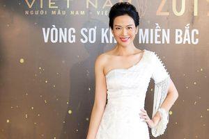 Hoa hậu Thu Thủy vai trần gợi cảm đi chấm thi Mister Vietnam 2019