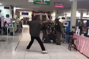 Cảnh sát Thái xử gọn 'kiếm thủ' đại náo bệnh viện