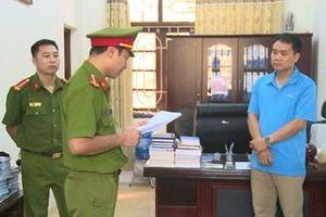 Khởi tố Trưởng, Phó phòng Đào tạo làm khống hồ sơ