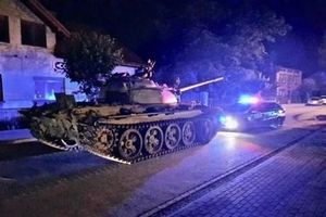 Ba Lan: Người đàn ông say xỉn lái xe tăng gây náo loạn trên đường phố