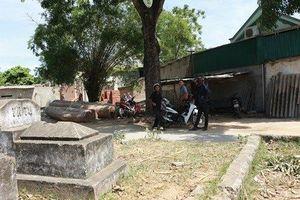 Hơn 100 ngôi mộ 'vây' làng, chính quyền bất lực?