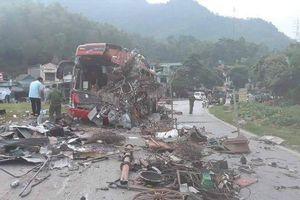 Thủ tướng yêu cầu xem xét trách nhiệm chủ xe khách vụ tai nạn nghiêm trọng ở Hòa Bình