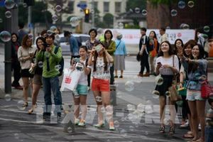 Khách nước ngoài tiết kiệm 'hầu bao' hơn khi tới Hàn Quốc