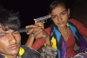 Cặp đôi chụp ảnh tự sướng với súng trước khi tự sát